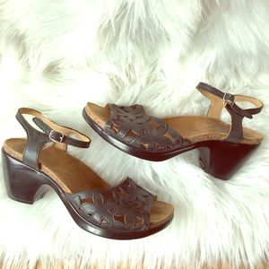 Dansko Coquette Open Toe Floral Leather Sandals 37